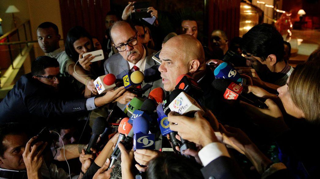 """Venezuela: Uma """"trégua mediática"""" para relançar diálogo entre governo e oposição"""