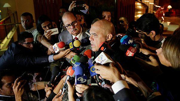 El diálogo en Venezuela para superar la crisis política queda estancado