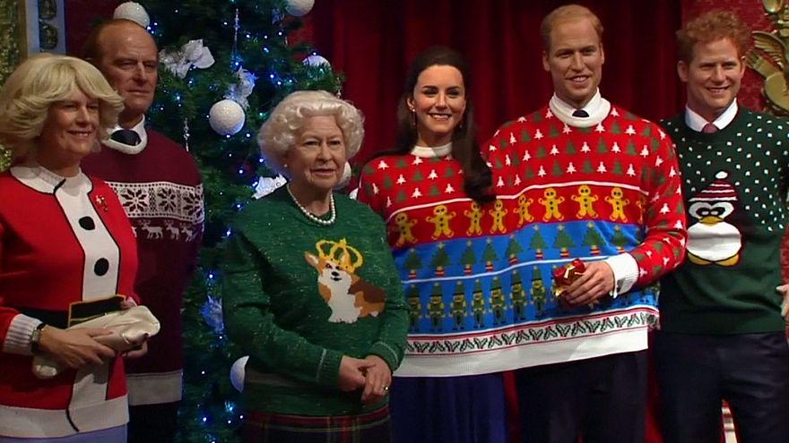La familia real británica de cera se viste con jerséis de Navidad por una buena causa