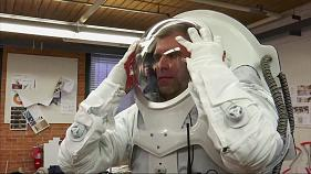 Students and NASA design suit for Mars