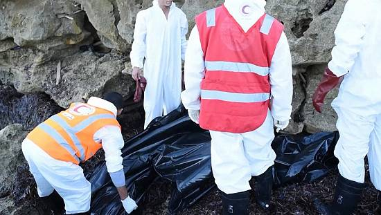 Red Crescent Rescuers Recover 11 Migrant Bodies in Libya [no comment]