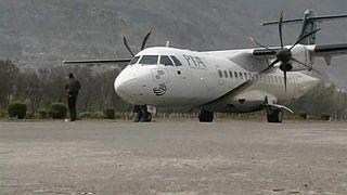 Se estrella un avión pakistaní con al menos 40 pasajeros a bordo