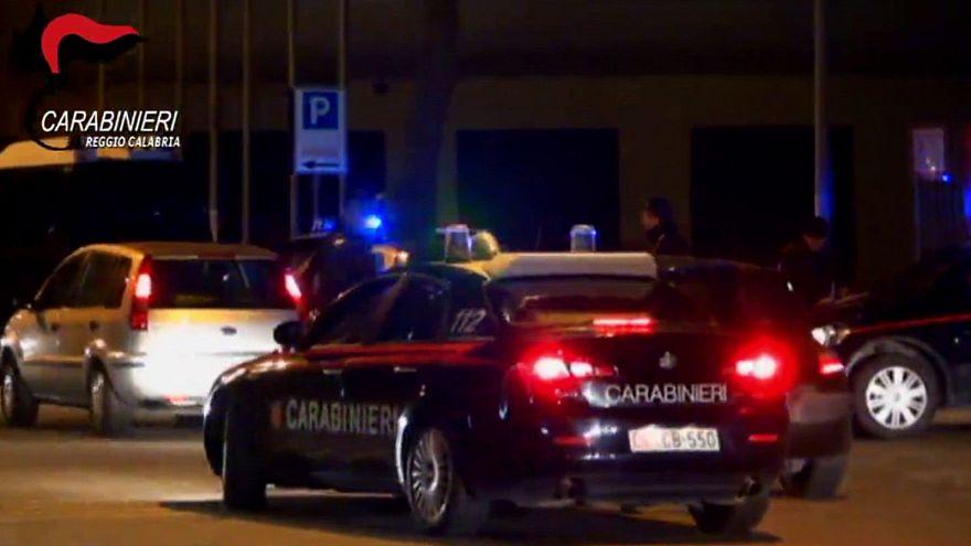 Ndrangheta, politici e appalti. I Carabinieri arrestano 14 persone in Calabria