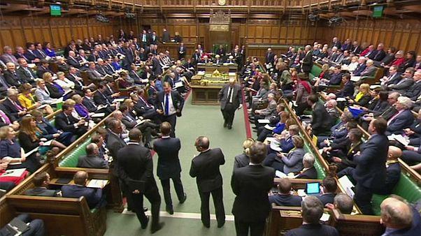 نمایندگان بریتانیا با جدول زمانی دولت برای خروج از اتحادیه اروپا موافقت کردند