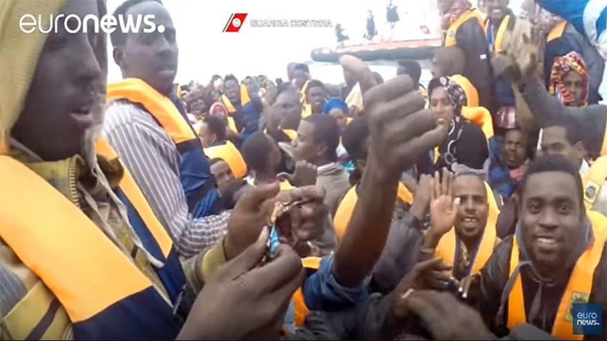 Itália: Guarda costeira resgata mais de 400 migrantes