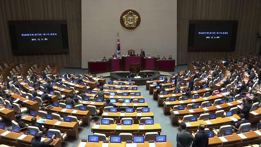 Újabb lépés a dél-koreai elnök menesztése felé