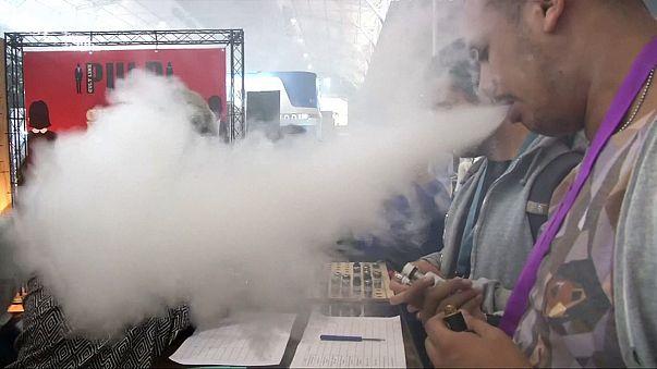 """ABD'li genel cerrahtan """"elektronik sigara"""" uyarısı"""