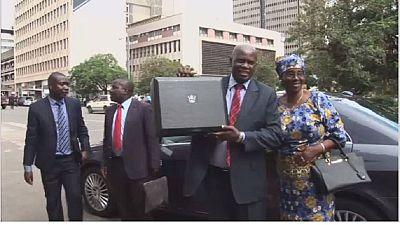 Le ministre zimbabwéen dévoile le budget 2017 du pays