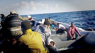 Беженцы в Ливии гибнут на суше и в море