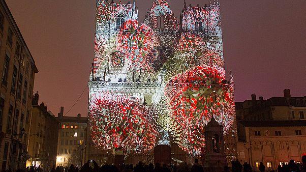 Rengeteg érdeklődő és komoly biztonsági készültség a lyoni Fények Fesztiválján