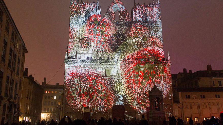 Lyon'daki Işık Festivali yoğun güvenlik önlemleri altında başladı
