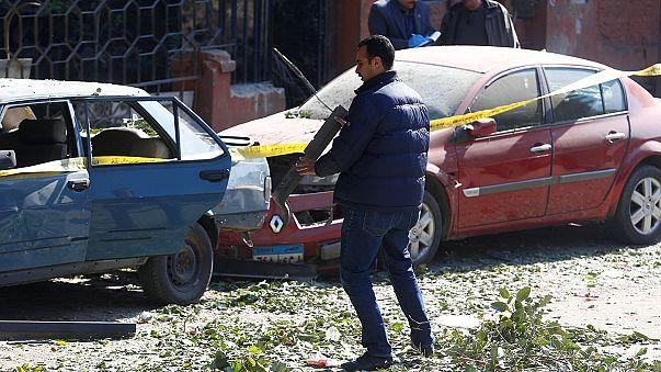 Hat rendőr meghalt egy robbantásos merényletben Kairóban