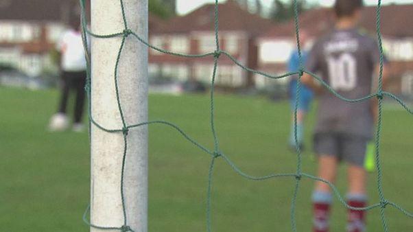 Pedofil botrány az angol focikluboknál, több száz egykor molesztál sportoló áll elő