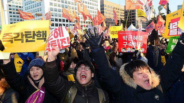 كوريا الجنوبية: متظاهرون يهللون لقرار البرلمان بعزل الرئيسة