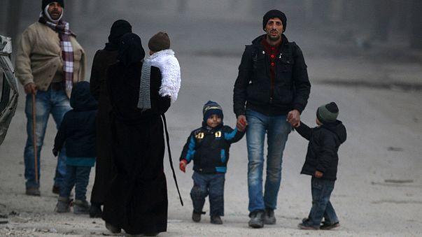 Thousands escape war-torn Aleppo, says Russia