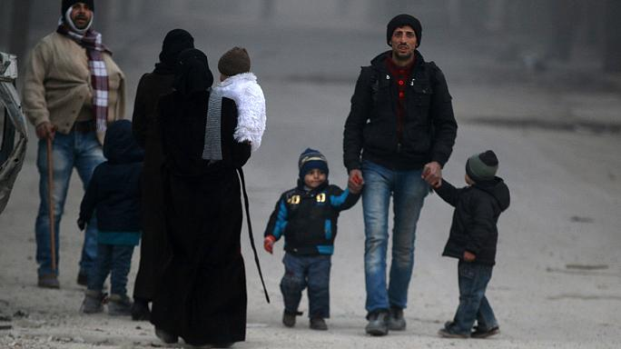 Aleppo est: l'offensiva prosegue, migliaia di civili in fuga