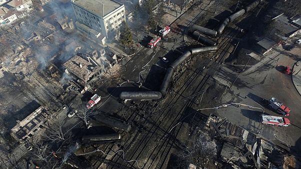 Acidente ferroviário provoca cinco mortos e danos extensos