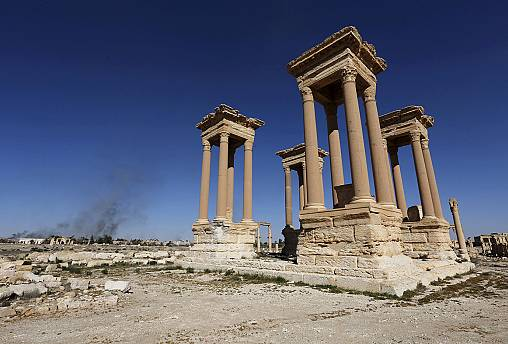 ISIL fighters re-enter ancient Palmyra in Syria