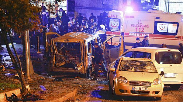 Anschlag in Istanbul: Mindestens 13 Menschen sterben bei Explosion einer Autobombe