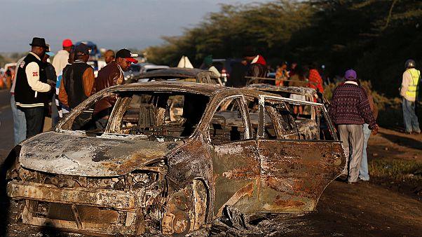 Tartálykocsi gyűrt maga alá több autót Kenyában, sokan haltak meg