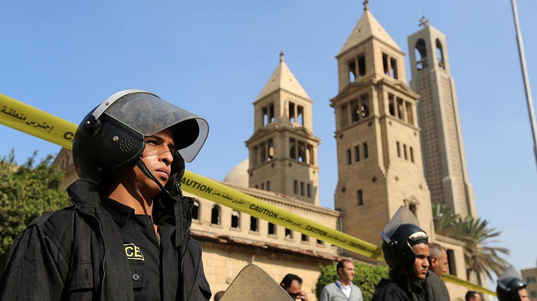 مقتل نحو 30 شخصا وإصابة أكثر من 30 آخرين بجروح في انفجار بكاتدرائية في القاهرة