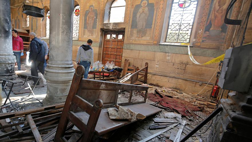 قتلى وجرحى بسبب انفجار قنبلة داخل كنيسة في القاهرة