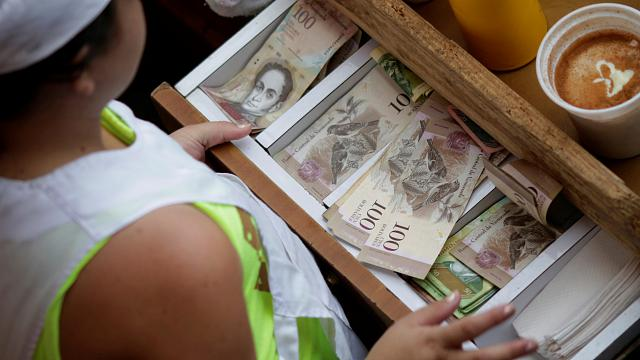 Maduro orders withdrawal of Venezuela's largest banknotes
