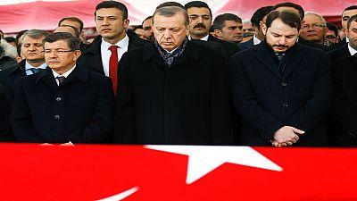 Turquie : le pays se recueille après les attentats meurtriers