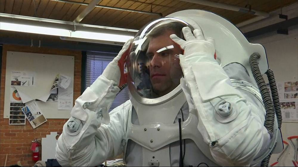 Finding the best suit for a visit to Mars   Euronews