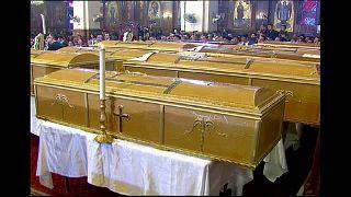 Funerali al Cairo per i 25 copti uccisi in un attentato contro una chiesa