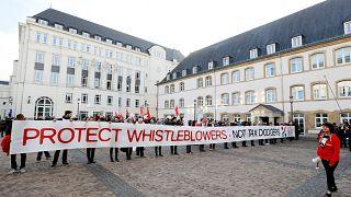 Διαδηλώσεις στήριξης στους πληροφοριοδότες του σκανδάλου LuxLeaks