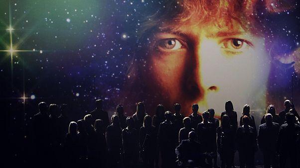 نجوم في عالم الغناء والسينما والأدب، غادرونا في 2016