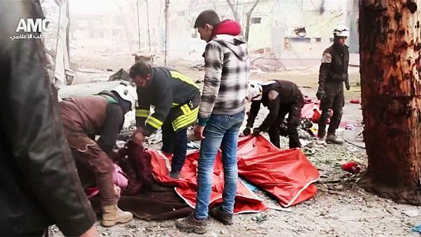 Civileket mészárolnak Aleppó ostromlói
