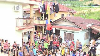 Malaysia organizes 2016 pole climbing tournament [no comment]
