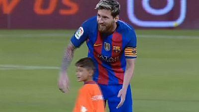 Lionel Messi meets 'plastic shirt' boy Murtaza Ahmadi