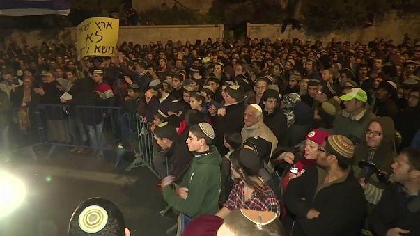 Centenas manifestam-se em Jerusalém contra evacuação de colónia ilegal
