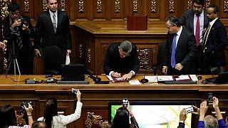 Venezuelan lawmakers back motion blaming Maduro for economic crisis