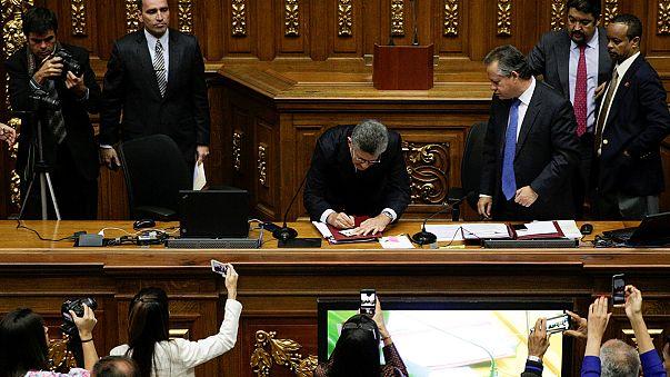 Le Parlement vénézuélien porte un coup sévère au Président Maduro