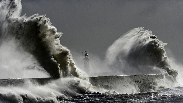 Giant wave in European waters 'breaks world record'