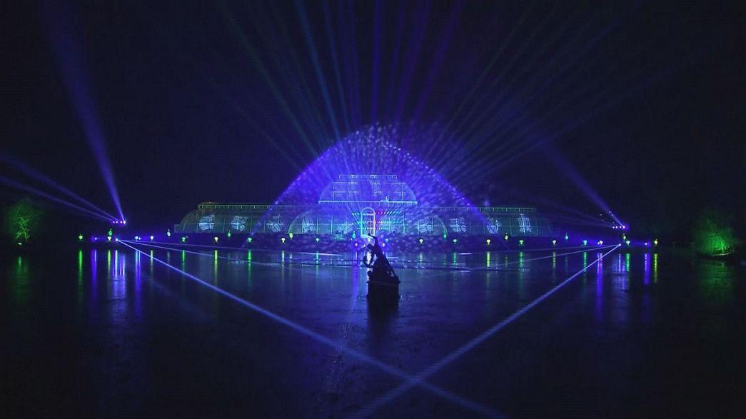 Londres: Espetáculo de luzes natalícias nos Kew Gardens