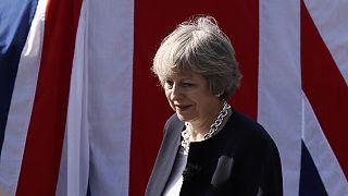 Το δερμάτινο παντελόνι της Τερέζα Μέι και το «βρετανικό χιούμορ» του Μπόρις Τζόνσον
