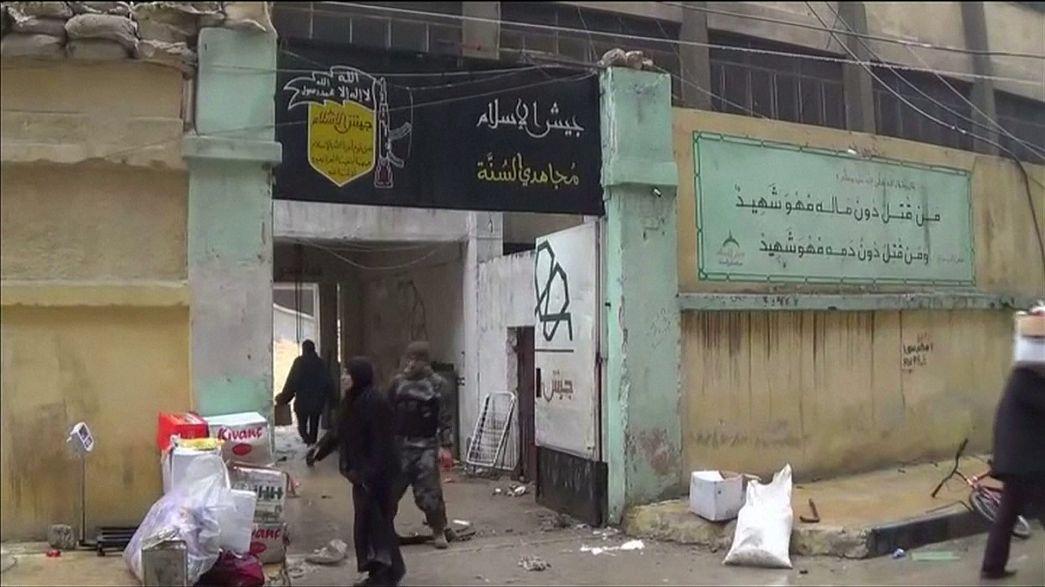تزود المدنيين بالمواد الغذائية من مقرات المعارضة المسلحة