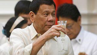 """Президент Филиппин """"самолично убивал преступников"""" в Давао"""