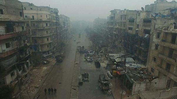 Alep frappé par des frappes aériennes et des bombardements