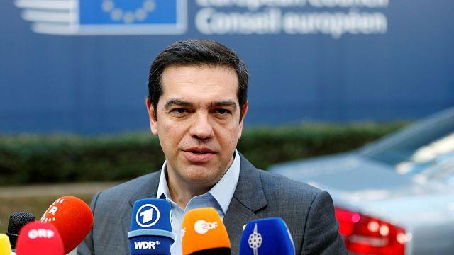 Le parlement grec vote le bonus des retraités, Tsipras à Bruxelles