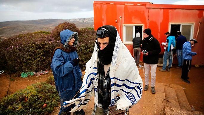 التوتر يزداد في مستوطنة عامونا الإسرائيلية مع اقتراب موعد إخلائها وإزالتها