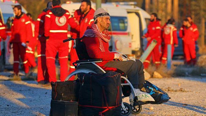 Şam yönetimi Halep'ten yapılan tahliyeleri askıya aldı
