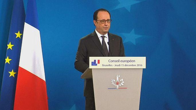 Hollande: a lakosság védelme az első most Szíriában