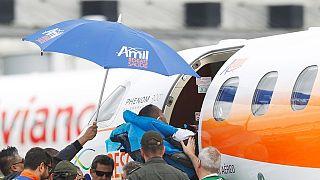Le dernier survivant du crash de l'avion de l'équipe de Chapecoense de retour au Brésil