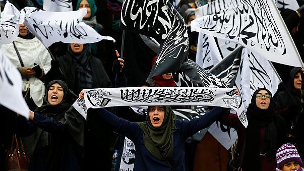Turcos manifestam-se contra ação do Irão na Síria